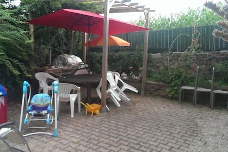 Maison calme avec grand jardin - Meys
