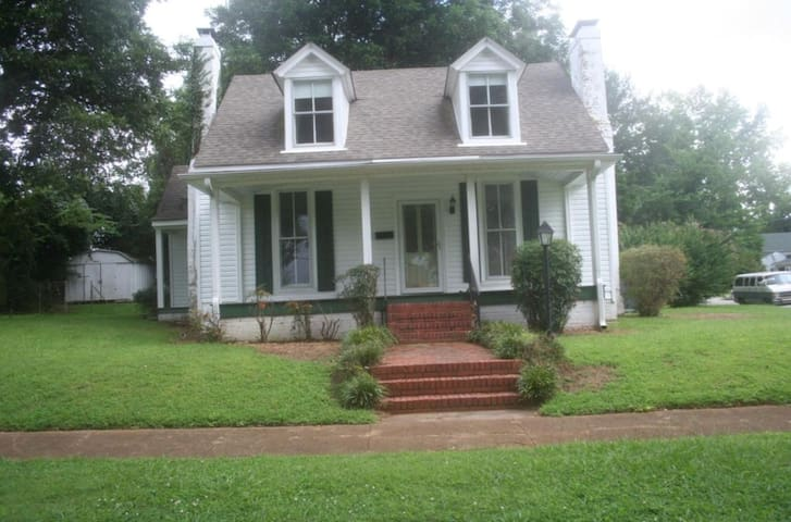 Magnolia Cottage Downtown Tuscumbia, AL