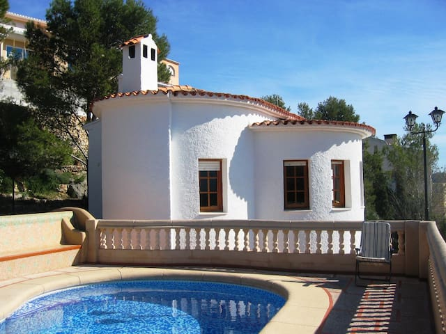 Charming peaceful detached Villa with pool