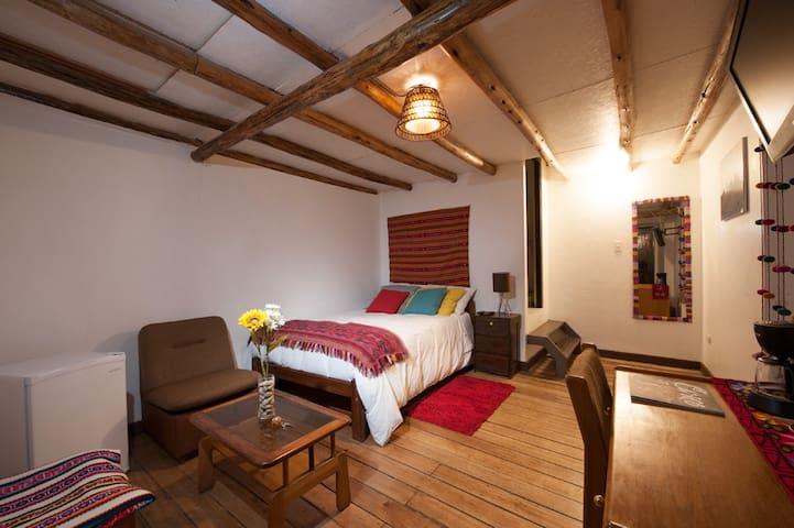 Cómoda,elegante y céntrica habitación típica.