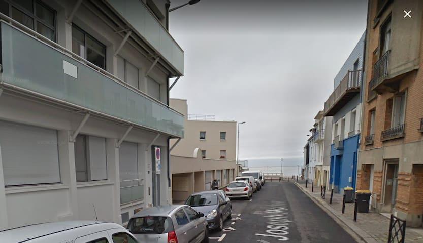 Appartement F2 devant la plage