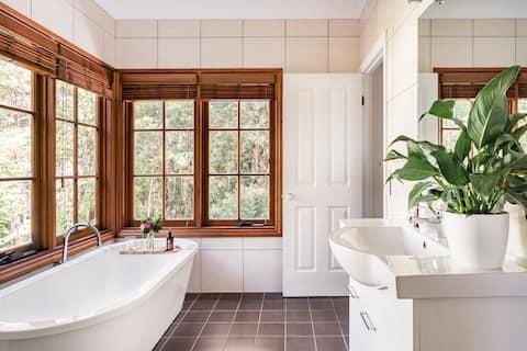 Relax in a Bath at a Romantic Rainforest Retreat