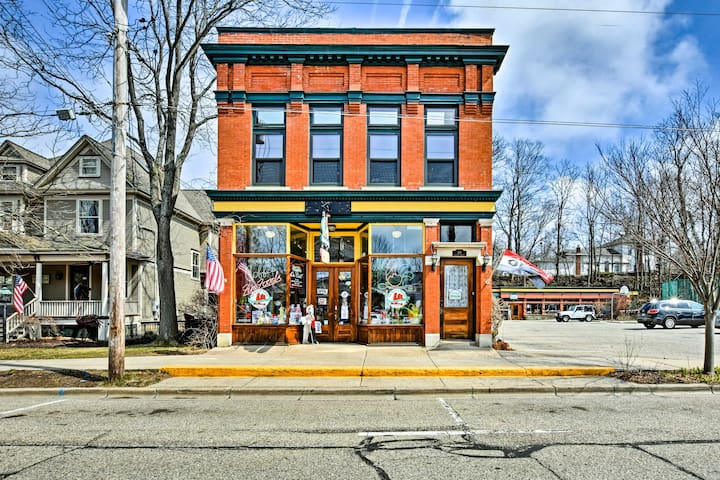 Historic Downtown Saugatuck Loft Apartment!