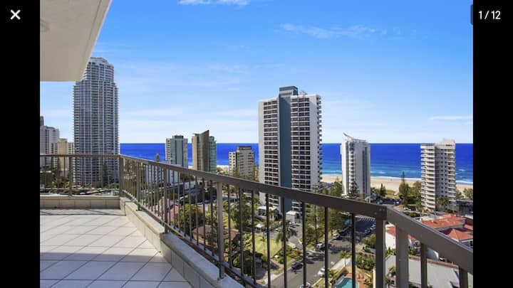 Central location, 2 minutes to tram stop and beach
