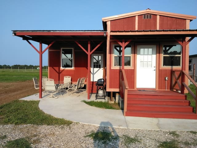 Rock House Resort, Red Cabin, Lake Texoma!