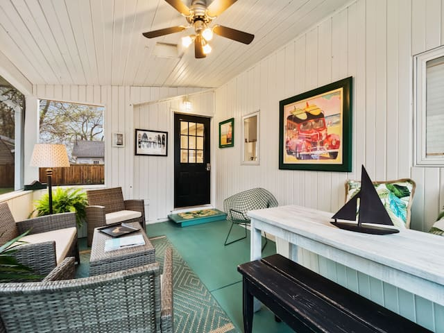 Location, Comfort, Amenities! 3 blks from downtown