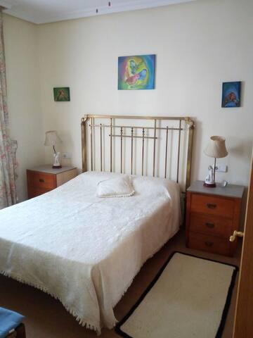 Habitación doble con baño privado en Inca.