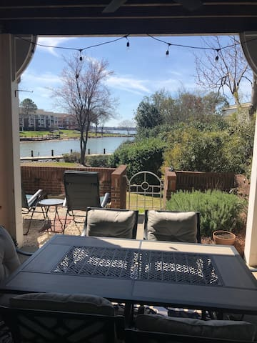 Club Moe NEW Waterfront 3Bed, 2Bath LKN Condo