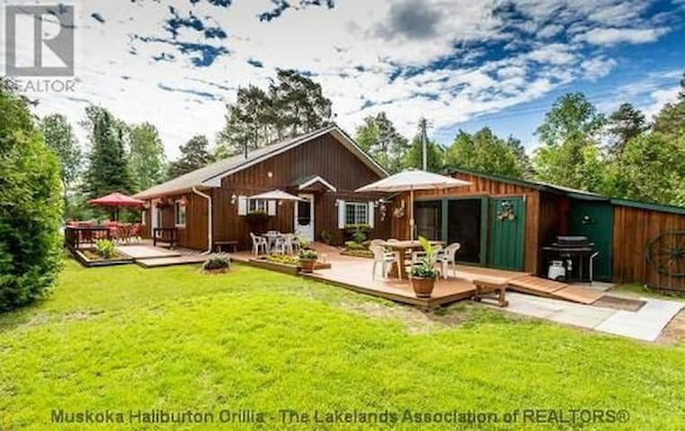 Spacious & Private Muskoka Cottage - Huntsville - Talo