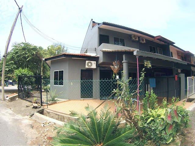 De Pantai Homestay Balok Kuantan - Balok - Casa