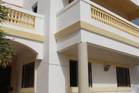 Villa  à Yenne, 45 km de Dkr/Sénégal. Vue sur mer. - Dakar - Huvila