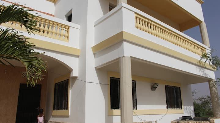 Villa  à Yenne, 45 km de Dkr/Sénégal. Vue sur mer.