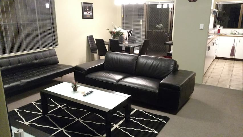 Room to rent  - Great location, clean and tidy - Kensington - Apartemen