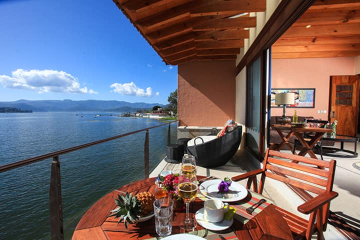 Hermosa Casa con Alberca y  Vista al Lago de Valle