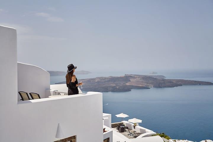 """Volcano View """"Mirabo"""" Honeymoon Suite"""