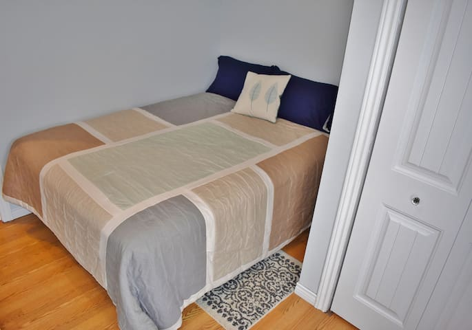 3rd bedroom upstairs with queen size bed