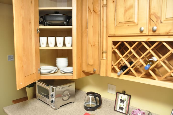 Smart oven, electric kettle, electric fry pan, and dishes.