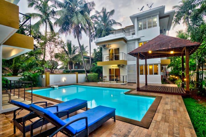Chic Pool facing 3 BR penthouse in Arpora/ Baga