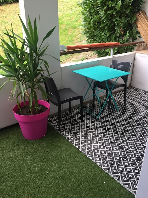 Suite de la terrasse, ou il est possible de rajouter une table