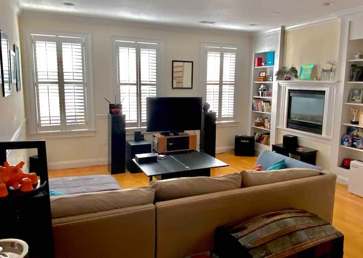 Loaded 1BR in Boston's North End (Little Italy)