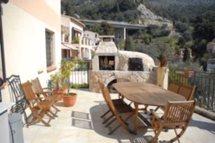 appartement bas de villa  6 pers piscine barbecue