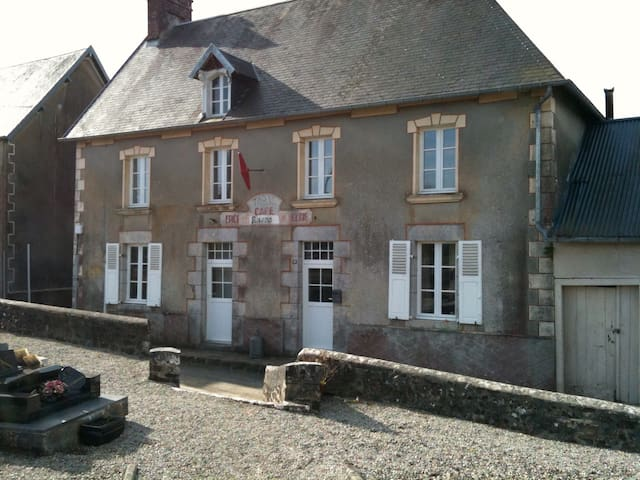 Cafe tabac in rural French village - Quettreville-sur-Sienne - House