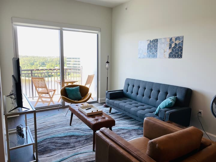 Elite Woodlands Waterway Condo