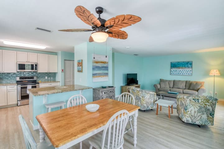 Perfect Beach House 300 ft. from beach- Large Porch, POOL, Outdoor shower, Walk to restaurants