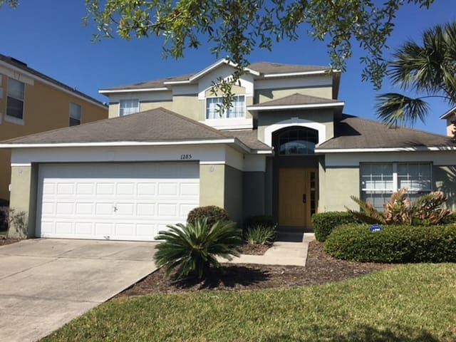 Beautiful 5 bed/4 bath villa 10 mins to Disney
