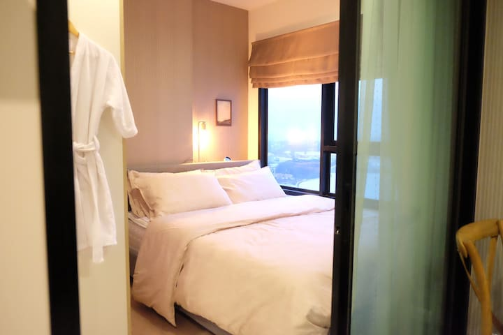 Separated bedroom with a panoramic view on Chiang Mai and Doi Suthep mountain.