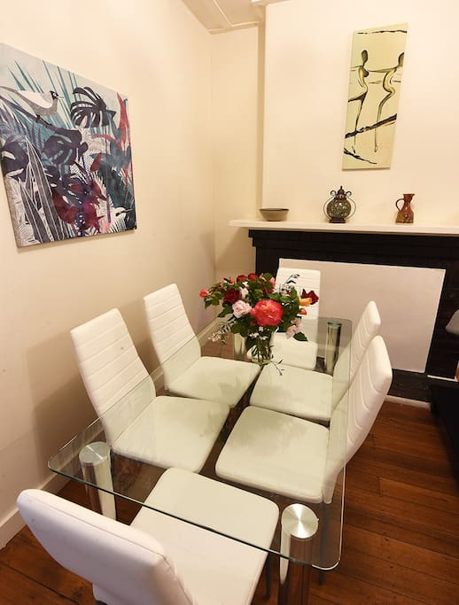 Dining table for 6 guests, cutlery and crockery provided
