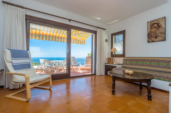 ST-35 Apartment with magnific sea views and pool.