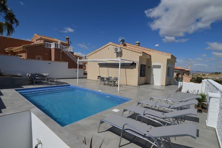 Independiente homr vacaciones en Rojales, Valencia con piscina privada