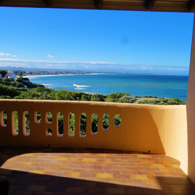 View Hullets waves,a popular surf spot,from the comfort of your balcony.