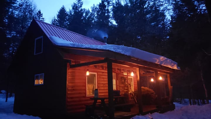"""Romantic """"off the grid"""" Lover's Cabin on 14 acres!"""