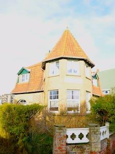 Villa authentique pour vacance au bord de mer - コクシード