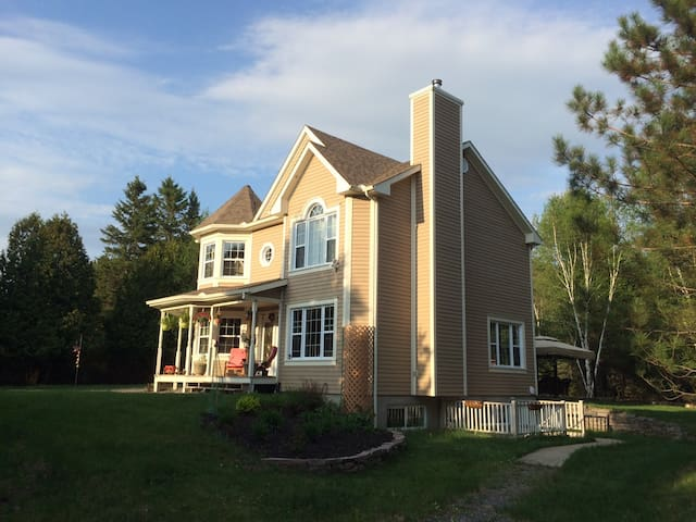 Sunset at BBSAFFRON beautiful Mont Tremblant Family Guest House. Up to 9 guests to 4-5 bedrooms, Close to Ski Station and downtown, Close to cross country and bike Trail, close to lakes and swimming pool, Fully equipped family villa, Super clean
