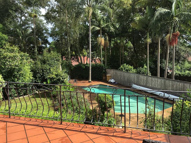 Resort style living, great location - Wahroonga - House