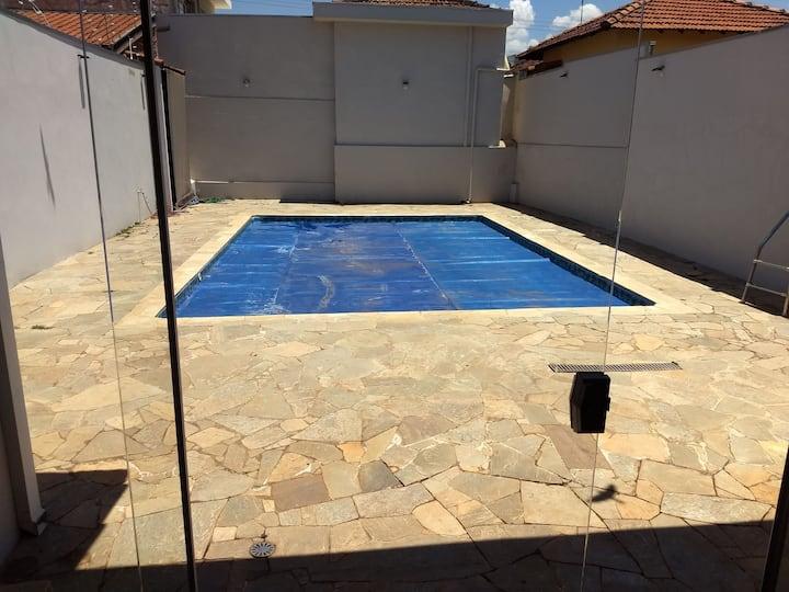 Casa aconchegante com piscina próxima a brotas