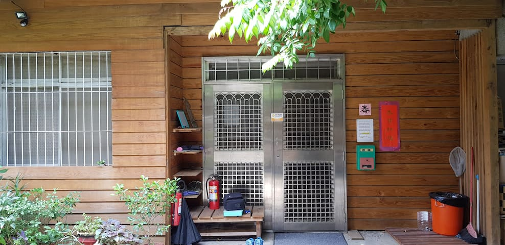新竹學生團體住宿 (南大宿舍有個3空間)接受8人以上學生團體預定/新竹火車站走過來3-5分鐘 )