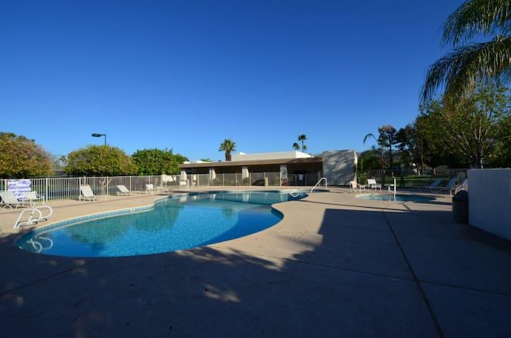 Villa Desert Getaway - Thousand Palms - Casa de campo