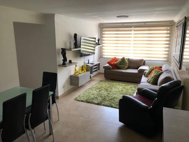 Hermoso apartamento con todos sus servicios.