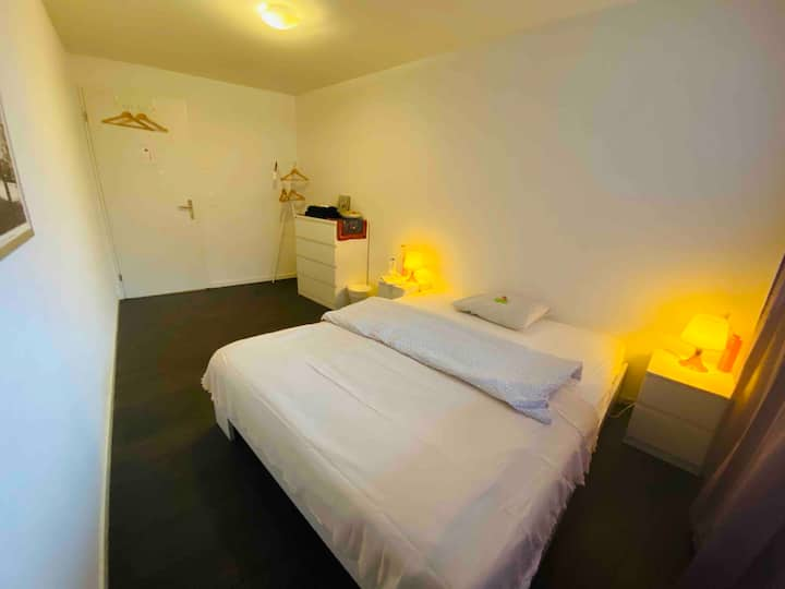 quiet room with bathroom close to Zuerich- Airport