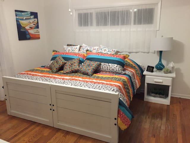 BR 3 can be converted from 2 twin beds to a king bed based on your needs