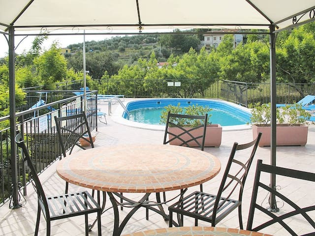 apartment for 2+2 persons in Imperia R80796
