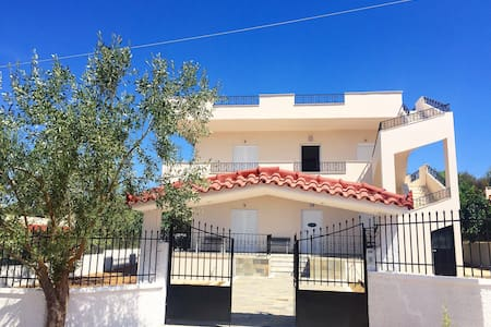 Quite Lagonisi house close to beach - Apartament