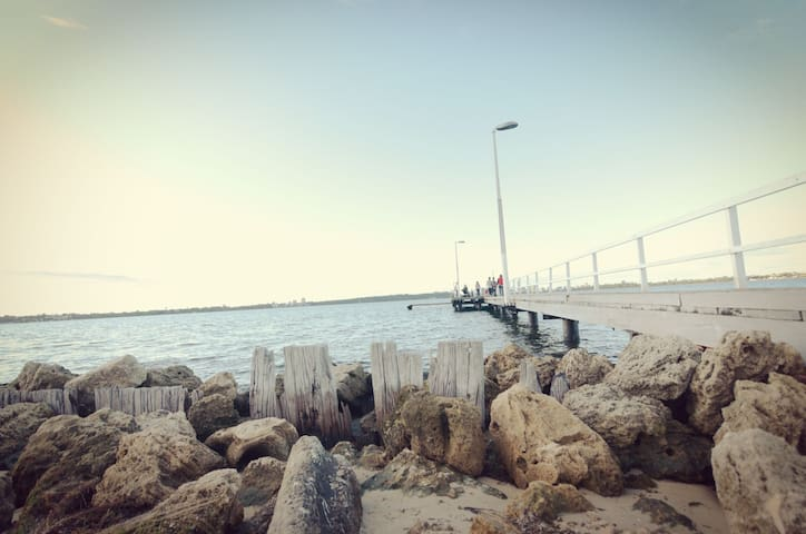 Short distance to Applecross Jetty, local favorite wedding photo shooting spot. 10mins drive from Brentwood.