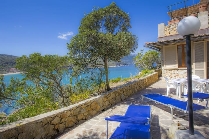 Studio apartment with terrace on Scaglieri beach