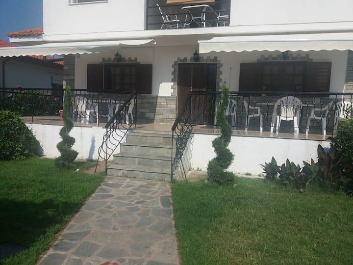 Nikas House