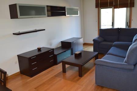 Piso 3 habitaciones balcón garaje - Boiro - 公寓